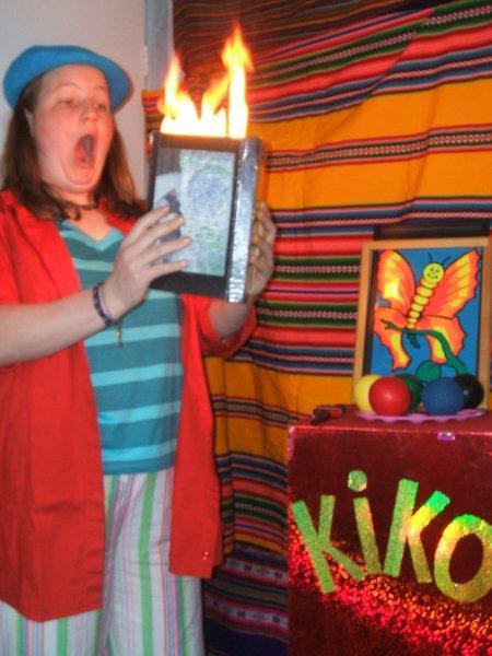 kindertheater kiko -kindervoorstelling Kikos tekenwedstrijd - uit dit boek komt vuur