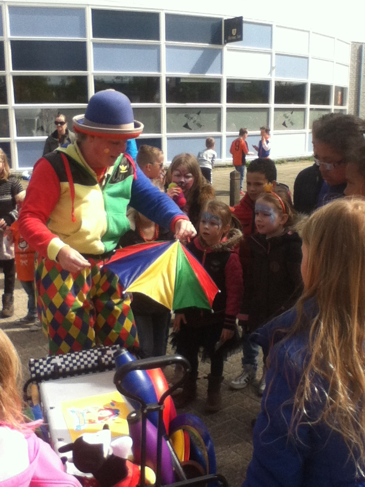 Kindertheater Kiko straatthetaer voorstellingen clown & jongleur Kiko in Ede