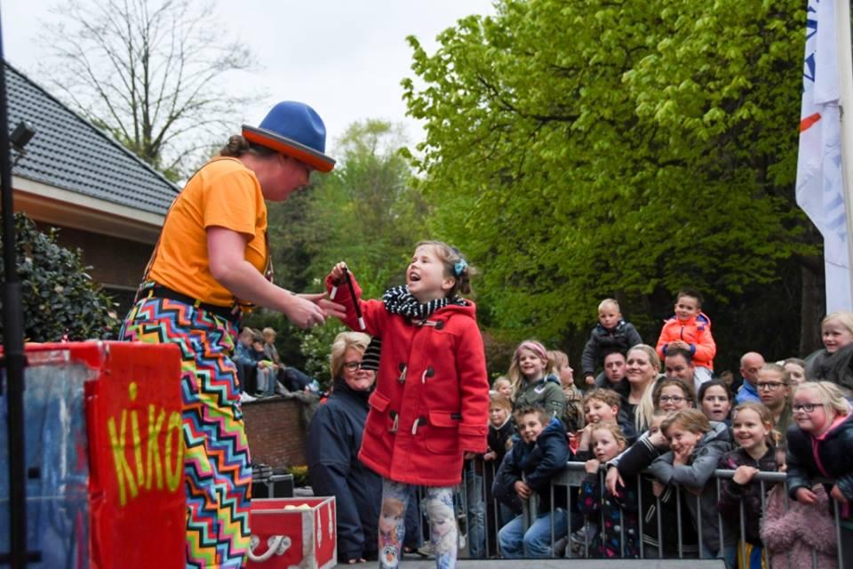 Kindertheater Kiko clowns voorstelling met goochelen