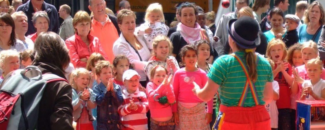 Kindertheater Kiko – Straattheater show door Clown Kiko