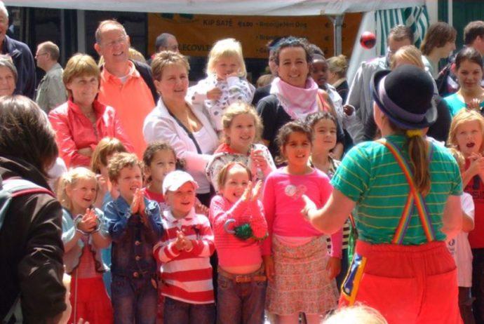 kindertheater kiko - strattheater show clown kiko tijdens de vierdaagse feesten in Nijmegen