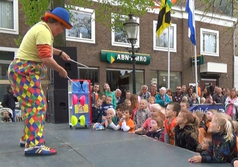 Kindertheater Kiko straatthetaer voorstellingen clown & jongleur Kiko op festival