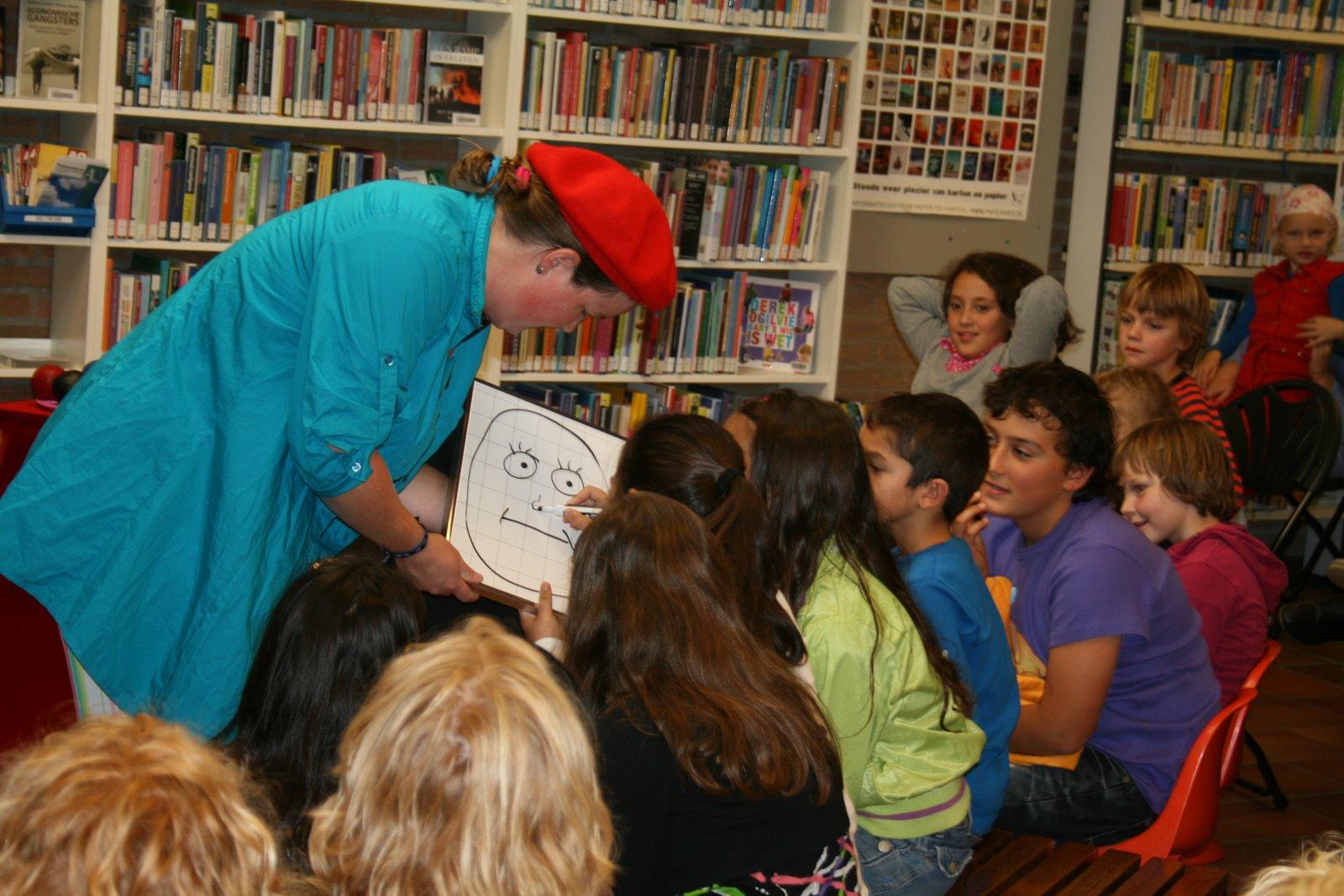 kindertheater kiko -kindervoorstelling Kikos tekenwedstrijd in de bibliotheek in Eerbeek