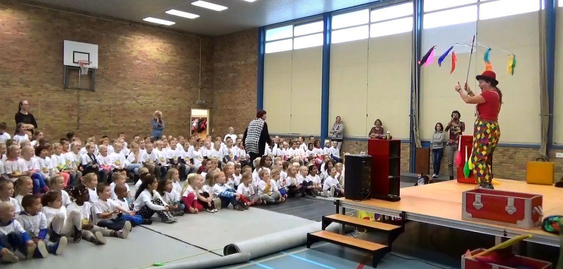 Kindertheater Kiko voorstelling Clown Kiko's jongleer en goochelshow goochel act