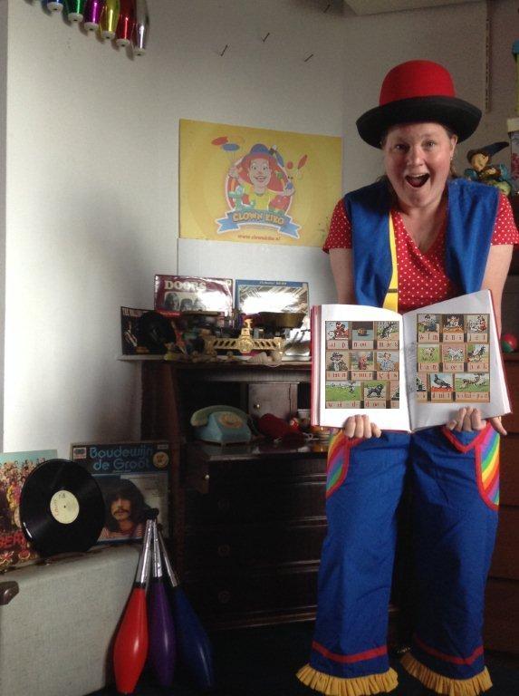 "kindertheater kiko -kindervoorstelling ""Oma Kikonellas koffertje"" - goochelen met een aap-noot-mies boek"