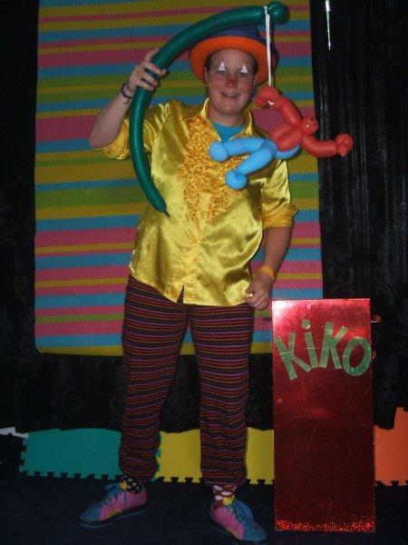 kindertheater kiko -kindervoorstelling superclown of held op sokken - spiderman ballon