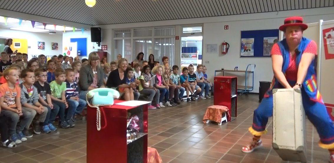 kindertheater kiko voorstelling oma kikonella's koffertje