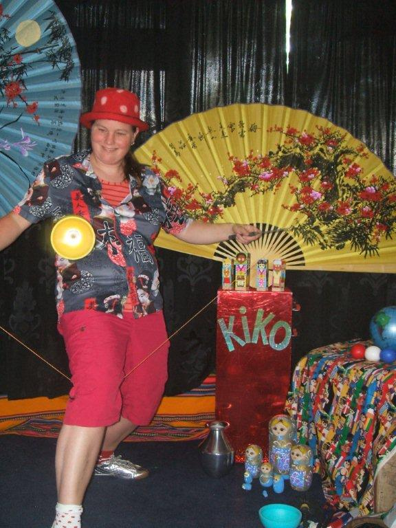 "kindertheater kiko -kindervoorstelling ""rare snuiters, vreemde vogels en een koffer vol ontmoetingen"" - diabolo uit Taiwan"