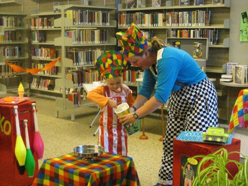 clown kiko kinderboekenweek voorstelling in de soep