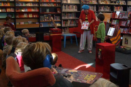 kindertheater kiko -kindervoorstelling Kikos tekenwedstrijd in de bibliotheek in Twello