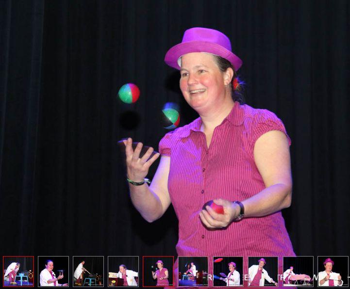 Kindertheater Kiko speelt de kindervoorstelling Professor Kiko ontdekt de zwaartekracht, en droomt ervan een jongleur te zijn in de Plaets in Burgum
