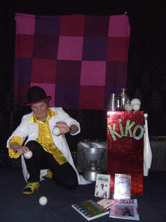Kindertheater Kiko speelt de kindervoorstelling Professor Kiko ontdekt de zwaartekracht over wetenschap en over dromen.