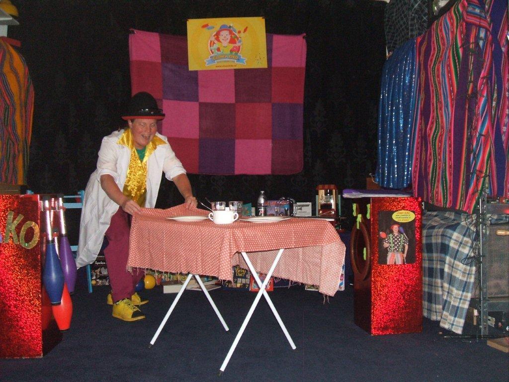 Kindertheater Kiko speelt de kindervoorstelling Professor Kiko ontdekt de zwaartekracht  over wetenschap en over dromen