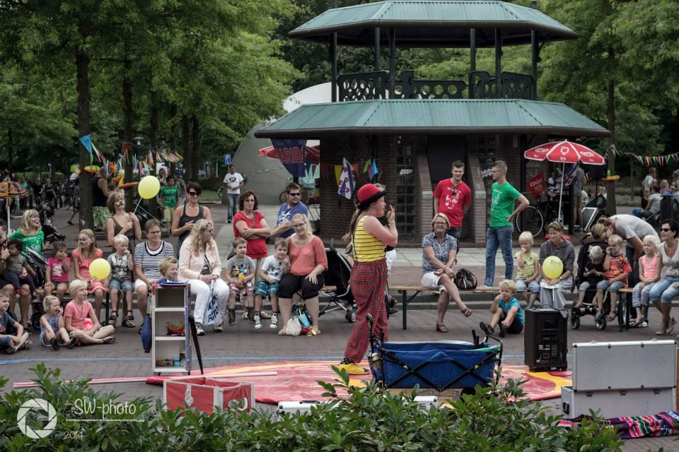 Kindertheater Kiko straatthetaer voorstellingen clown & jongleur Kiko op festival Op e'sjoure in joure