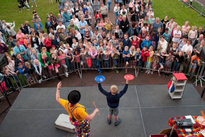 kindertheater Kiko - clown en jongleur Kiko optreden bevrijdingsdag Katwijk