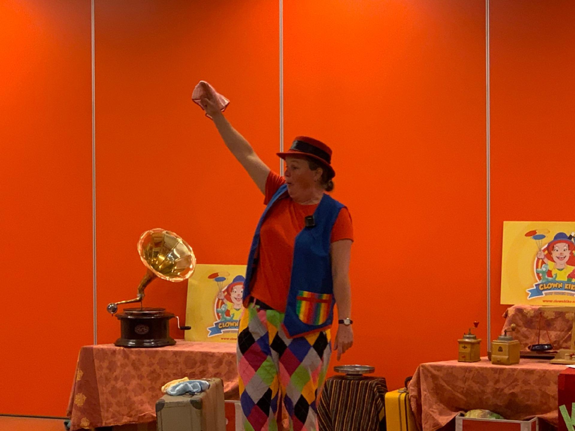 kindertheater kiko show Oma Kikonella's koffertje