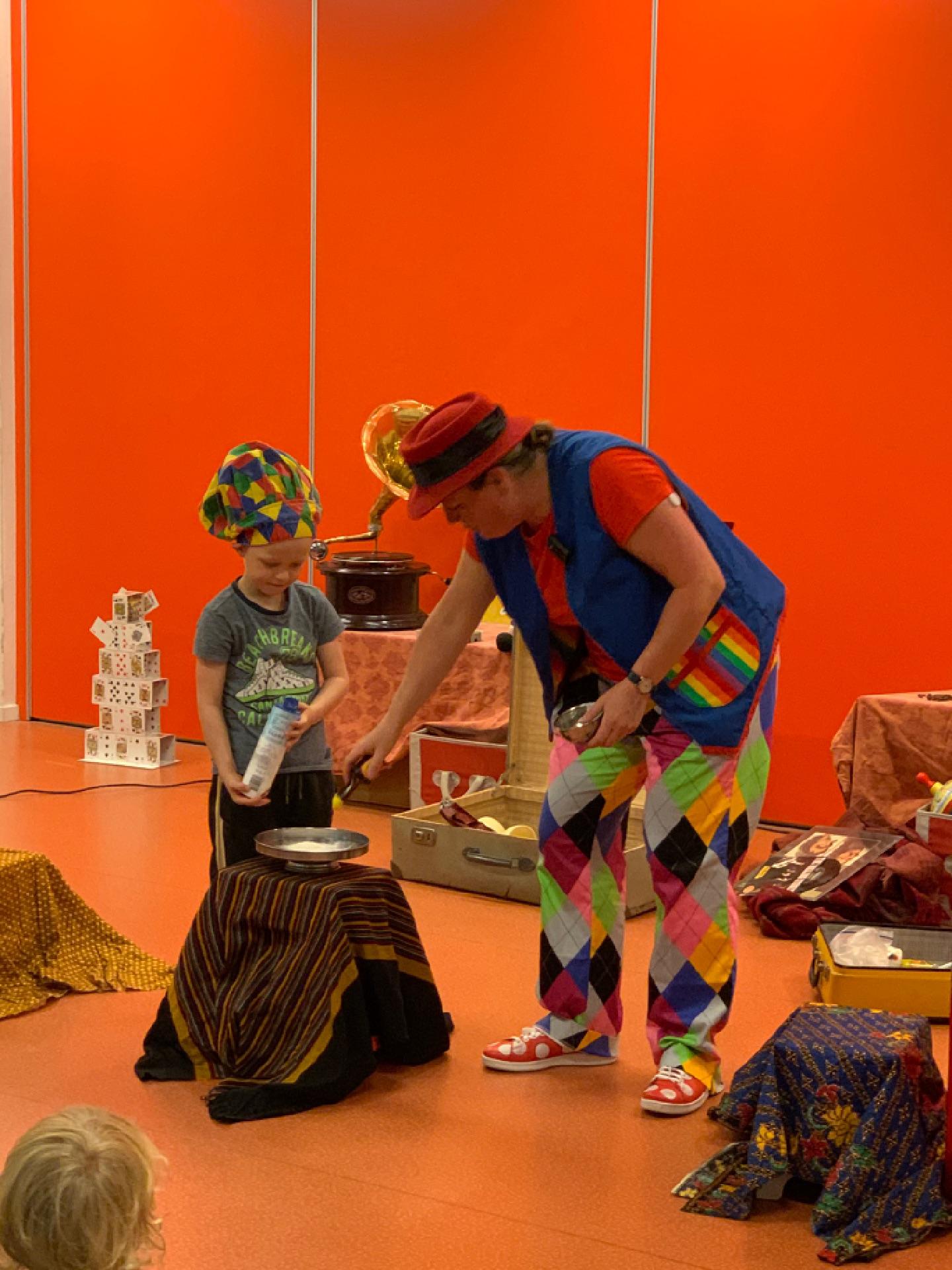 kindertheater kiko kindershow Oma Kikonella's koffertje