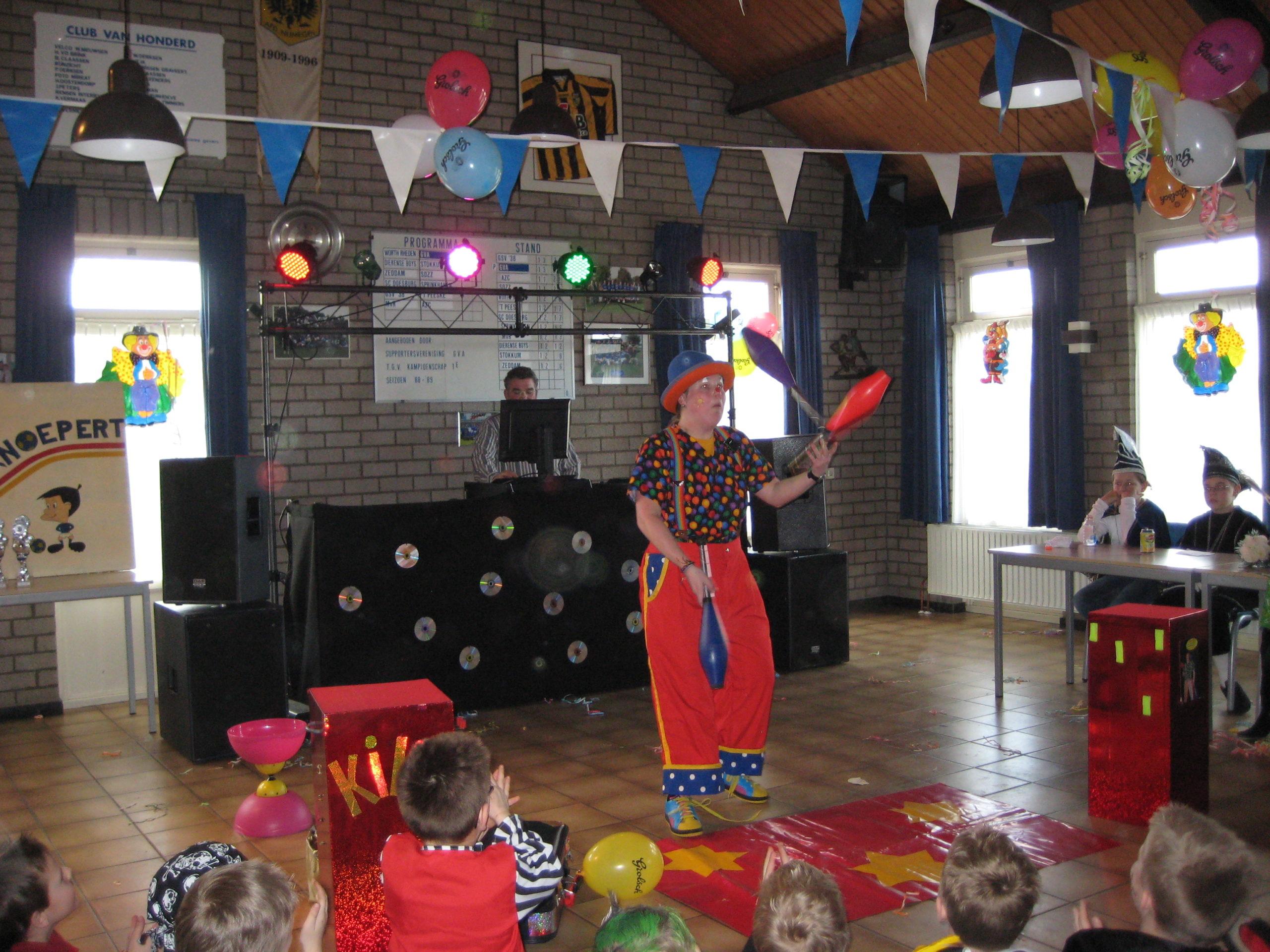 Clown Kiko carnaval jongleershow