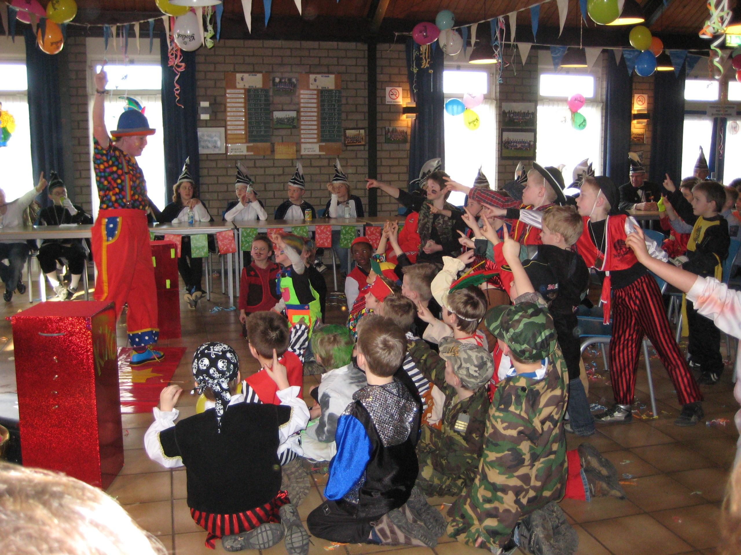 Clown Kiko optreden met carnaval
