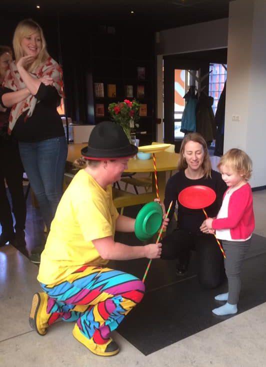 Clown Kiko opening van de bieb aan de muntweg in Nijmegen